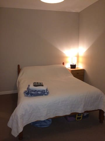Double room in the centre of Totnes, free parking - Totnes - Ev