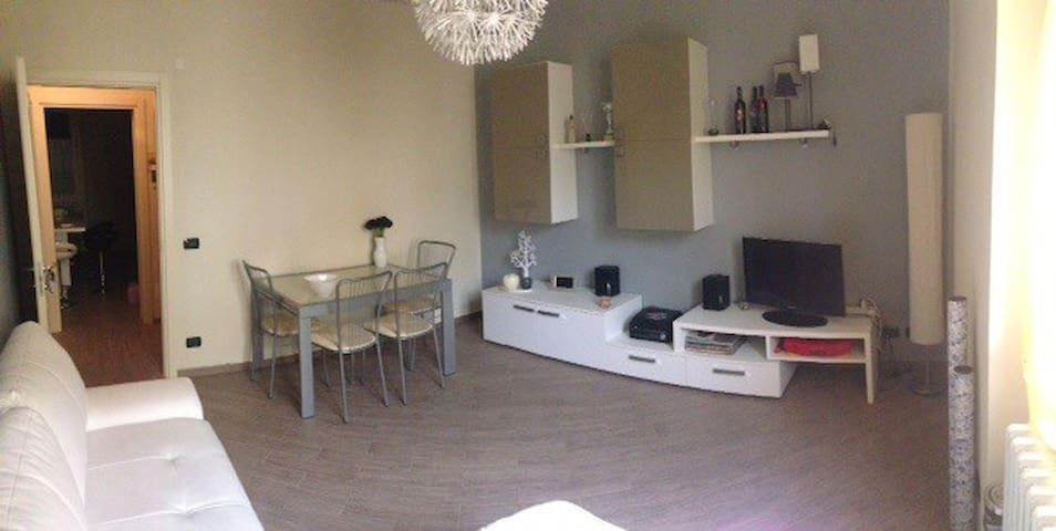 Appartamento in centro - Tortona - アパート