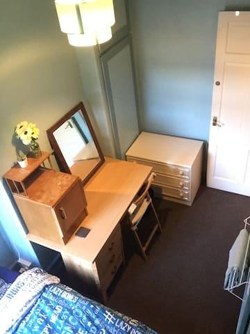 Single bedroom - Experienced host - 加的夫 - 獨棟