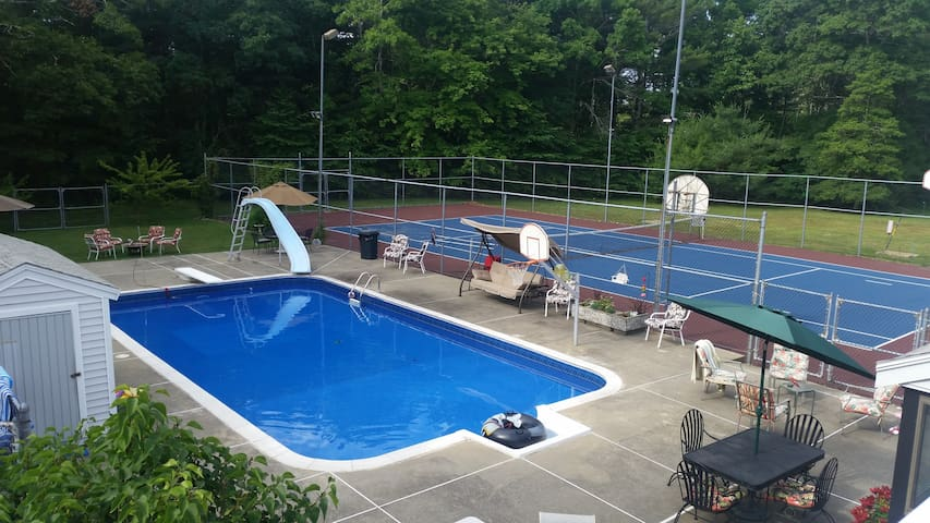 Private retreat setting on 4 acres 1 - Middleborough - Huis