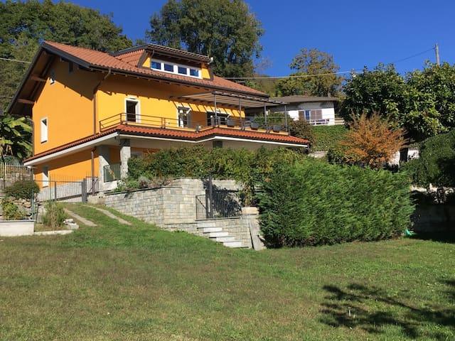 APPARTAMENTO IN VILLA CON GIARDINO - Vignone - 別墅
