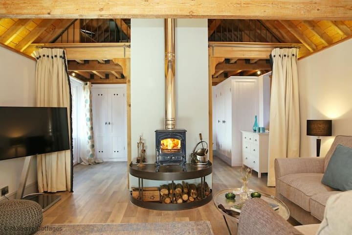 The Barn at Banks Cottage Sleeps 4 located at the edge of Pulborough Brook - Pulborough