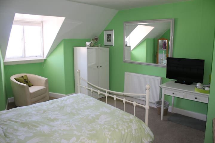 Family run, Bed and Breakfast, Heart of Dunster - Dunster - Bed & Breakfast
