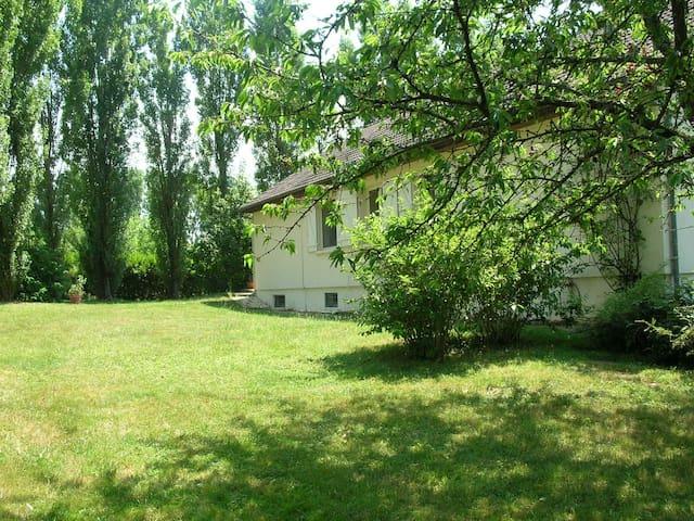 Maison avec piscine - Bourbon-l'Archambault - Hus