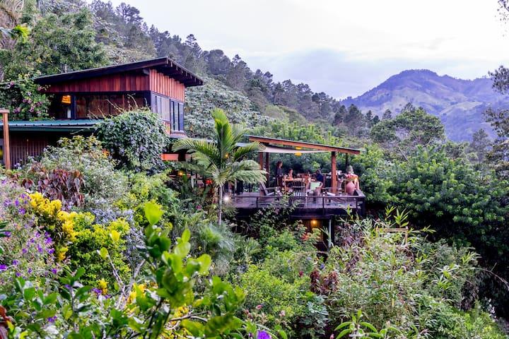 Beautiful mountain home with waterfall hikes. - Jarabacoa