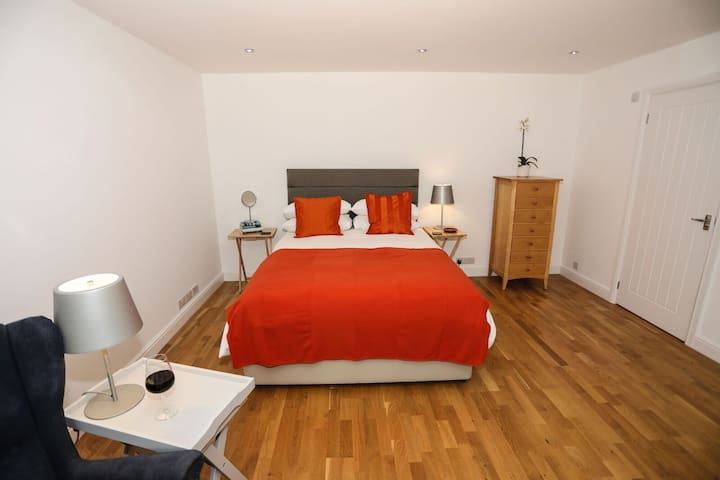 Self Contained Annex with Hotel Suite Theme - Newbury - Apartemen