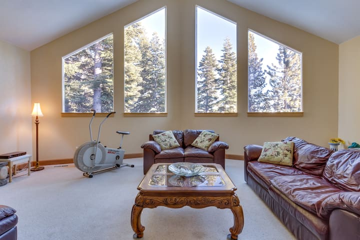 Lake Tahoe Comfortable Queen Suite with Couch - Carnelian Bay - Bed & Breakfast