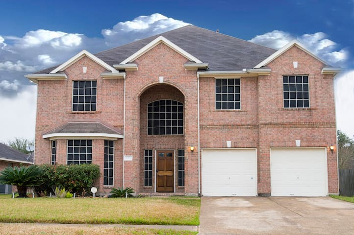 Lovely Home 5 Miles from Royal Purple Raceway - Baytown - Huis
