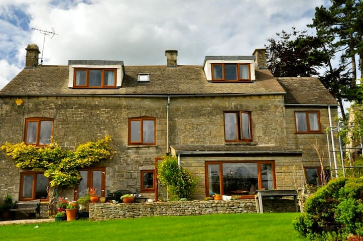 Family Run B&B near Stroud, Cotswolds - Brownshill