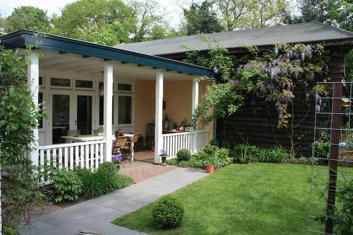 Sfeervolle B&B met veranda /Cozy B&B, porch&garden - Renkum - Casa