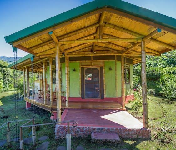Bamboo house on coffee farm in Central Valley - San Pedro de Poás - Hus