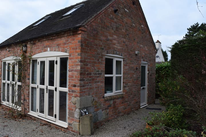 Comfortable, quiet and private house in village - Packington - Hus