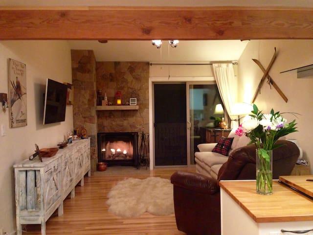 Cosy room + private bath. Walk to Beaver Creek ! - Avon - Departamento