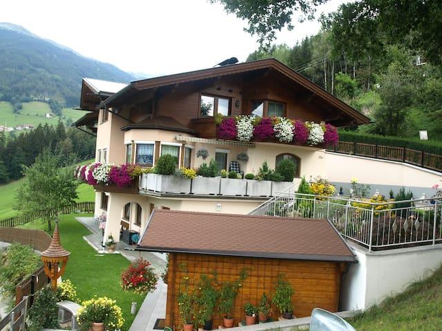 FerienWohnung mit Bergpanorama - Stummerberg - Dom