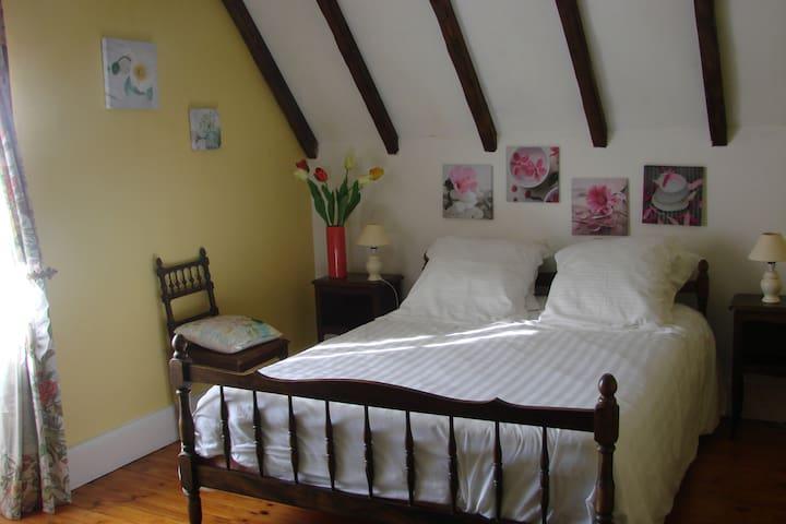 Les Loubejac chambre Fleur - Sauveterre-la-Lémance