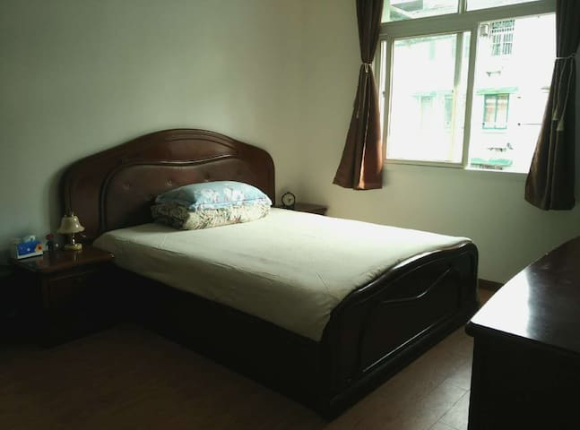 市中心温馨木系居家小屋~ downtown cozy apartment - Hangzhou - Lägenhet