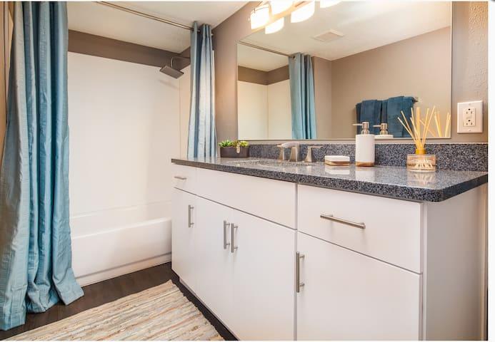 1 bedroom upscale condo - Charlotte - Condominium