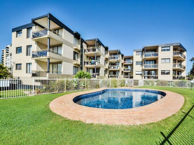 Beach side pad on the Sunshine Coast - Alexandra Headland - Apartamento