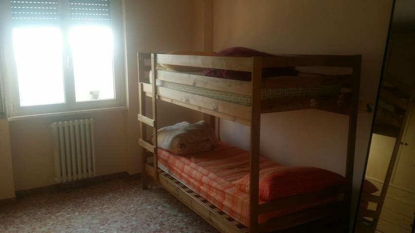 single bed for just 10€ - Pioltello - Appartement