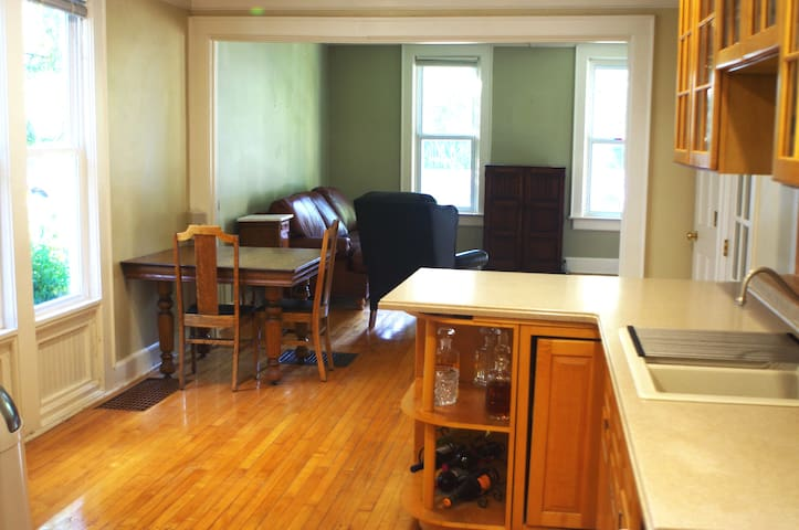 Charming, historic, and remodeled Downtown 3BR - Madison