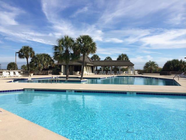 Luxury Oceanfront Condo-FULL SOLAR ECLIPSE VIEWING - Pawleys Island - Apartamento