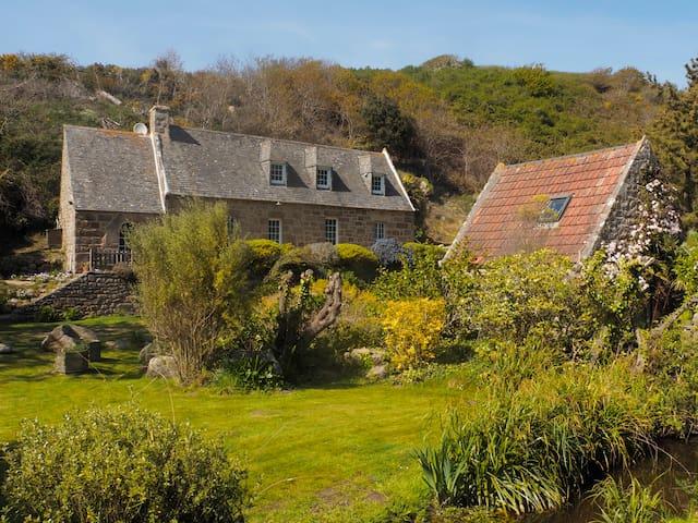 Seaside traditional stone cottage - Trebeurden - Huis