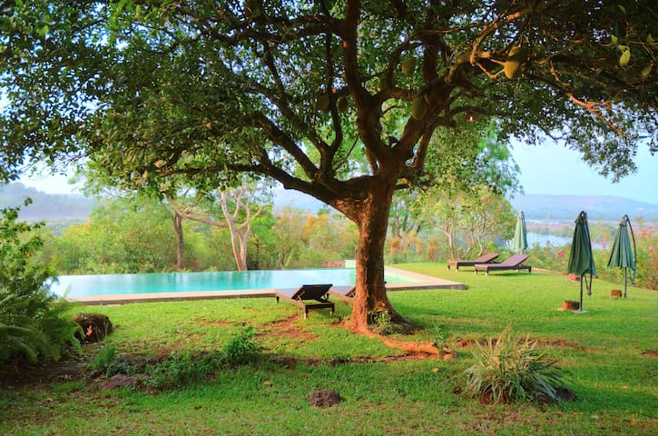 Luxury Indo-Portuguese suite @ Avanilaya - Aldona - 別墅