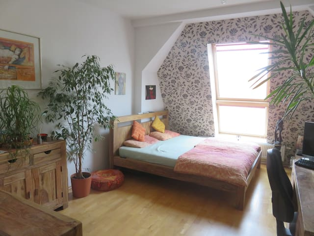 Big room in comfortable 180qm flat, 40qm terrace - Berlin - Lägenhet