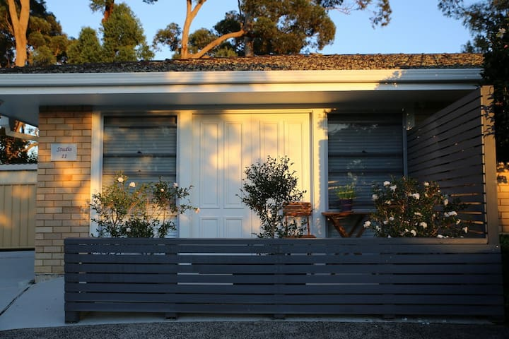 Spacious and serene garden getaway - Terrigal - Huoneisto
