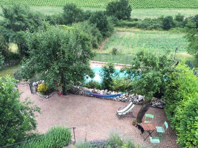 Maison en pierre, jardin et piscine - Saint-Beauzile - Hus