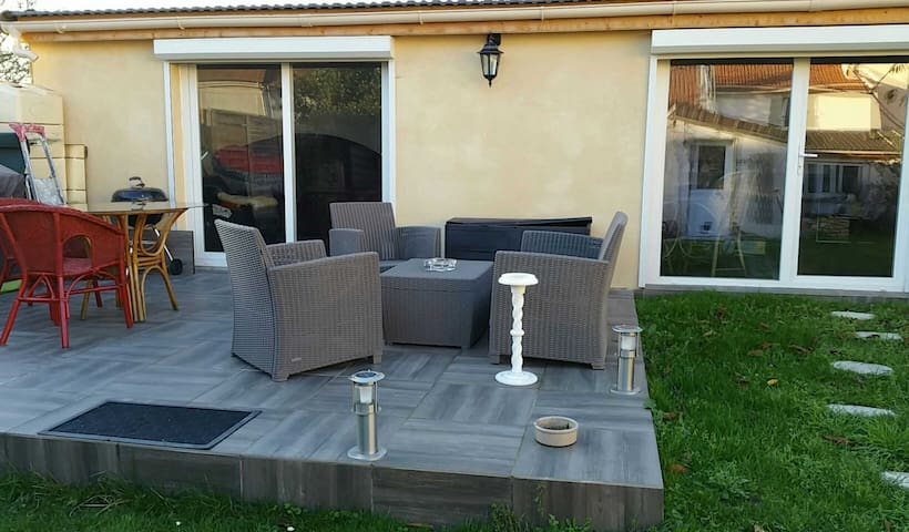 nice flat next to cdg airport - Roissy-en-France - Bed & Breakfast