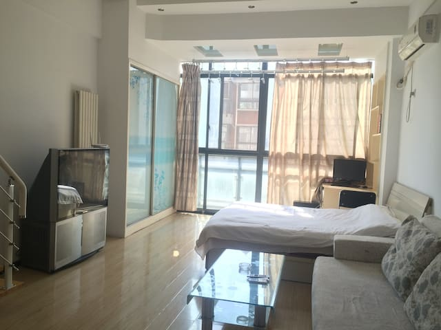 体育场、大学城、会展中心精装复式公寓,带阁楼可住2-4人 - Luoyang