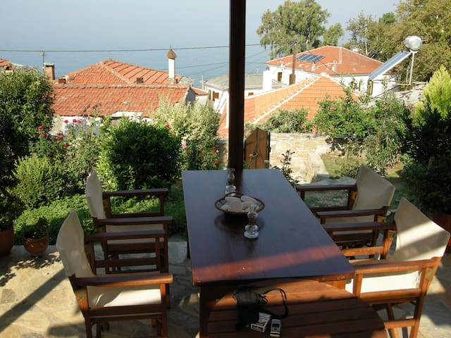Traditional family/couple holiday house - Afissos
