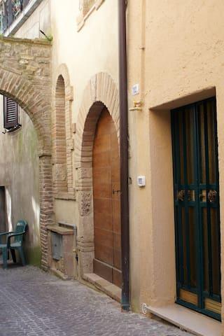 Mini appartamento in borgo medioevale dell'Umbria - Montecastrilli - Wohnung