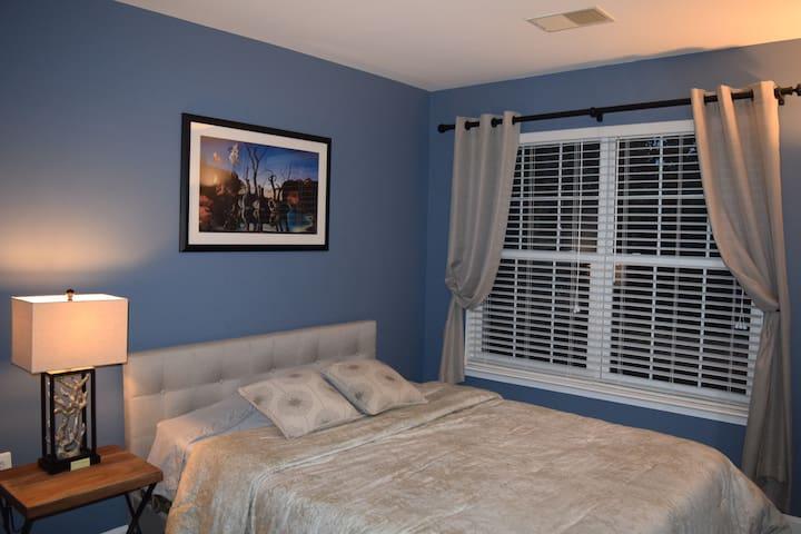 Private Room & Bath - Quiet Townhouse Neighborhood - Ashburn