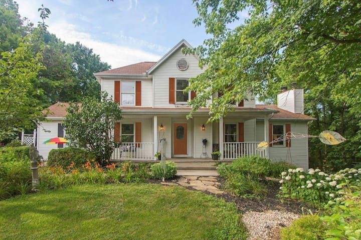 Cozy, Private Rooms, Relaxing Country Home - North Bend