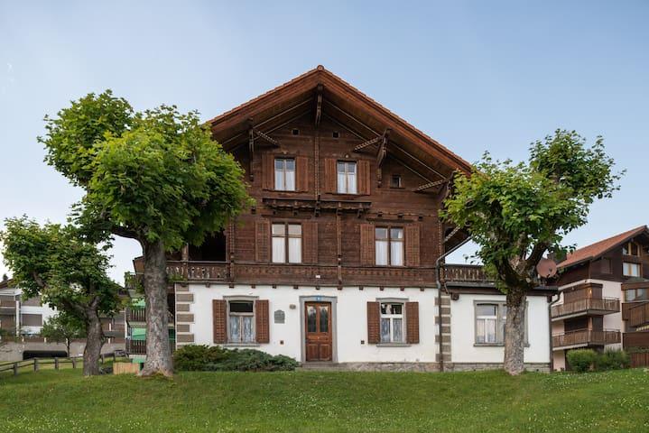 Landhaus Ursulina aus dem Jahre 1898 für 16 Pers. - Falera - Huis