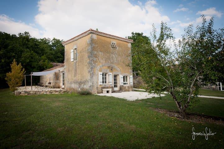 Logis de Bournet - Mouthiers-sur-Boëme - Дом