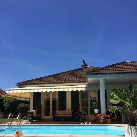 Villa Rodersforf - Bazel - Huis