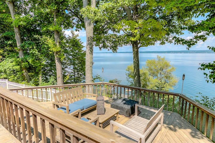 Lakefront Home Perfect for Families & Friends - Romulus