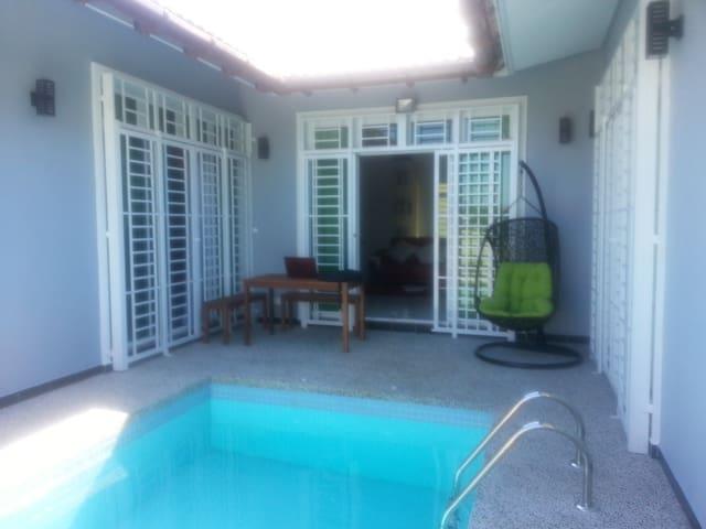 De Cardibourne Villa - Kuala Terengganu - Hus