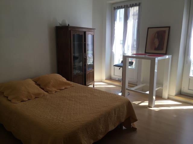 Chambre à louer en centre ville - Castres - Townhouse