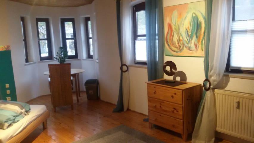 Geräumiges Zimmer in Bauernhaus - Wolnzach - Huis