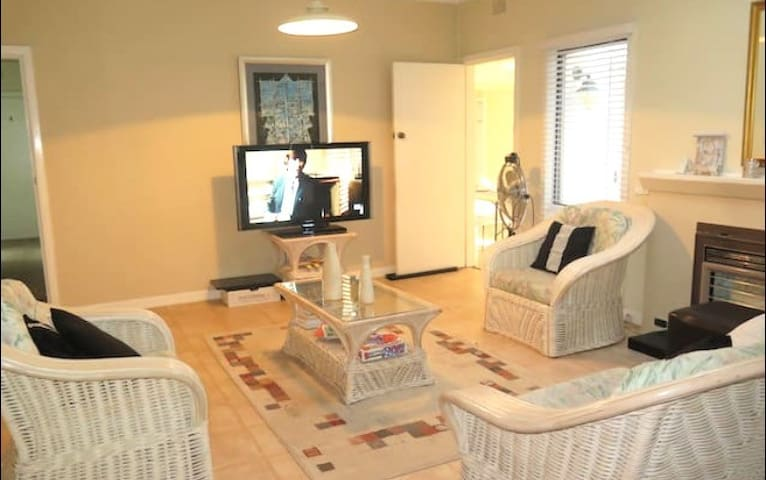 PRIVATE ROOM - 2 BEDS - FREE WIFI - Epping - Huis