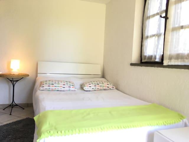Camera, bagno, ingresso indipendent - Pietrasanta