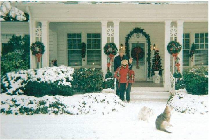 Seasons of Heart Storybook Home/Spring Garden Rm - Crisp - Huis
