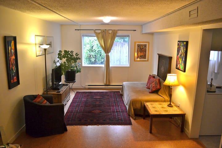 Cozy garden level suite - great location in Duncan - Duncan - Квартира