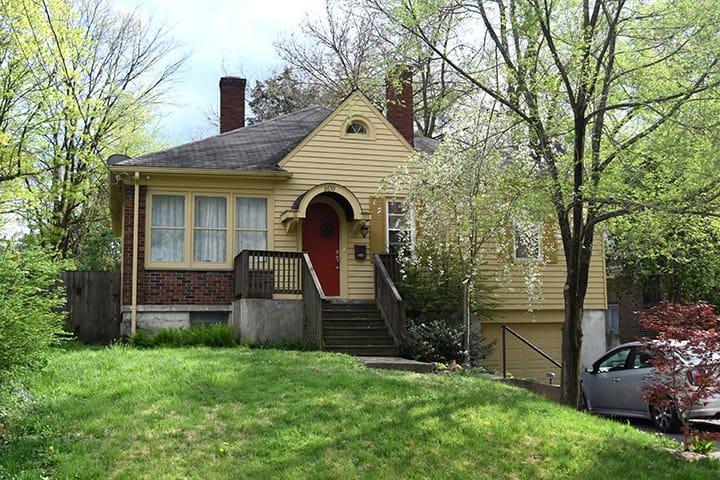 Cozy 3 bedroom home all to yourself! - Cincinnati - Huis