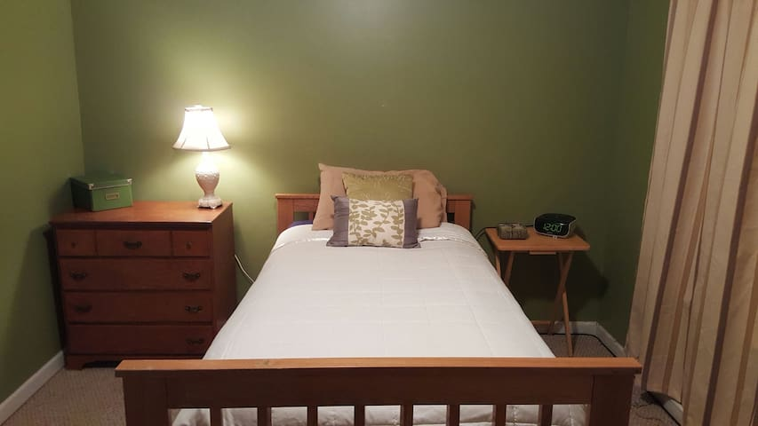 Single bed in private bedroom - Kennesaw