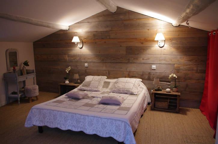 Chambre cosy mansardée au pied du Vercors - Barbières - Casa de huéspedes